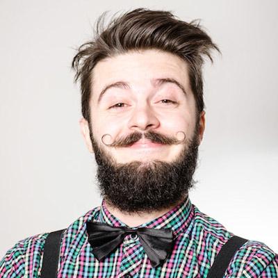 парень с закрученными усами