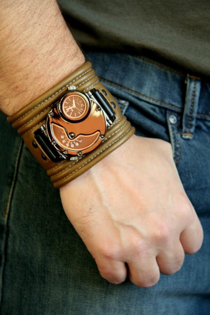 Широкий мужской кожаный браслет