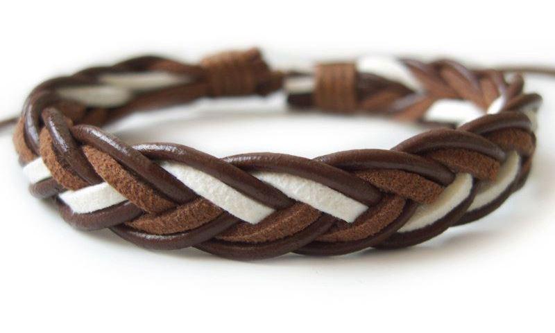 плетеные браслеты являются стильными и практичными мужскими