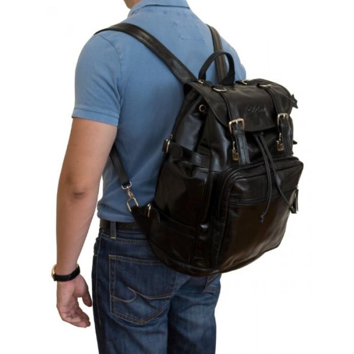 c675381bcb31 Кожаный рюкзак становится неотъемлемым аксессуаром в гардеробе мужчин
