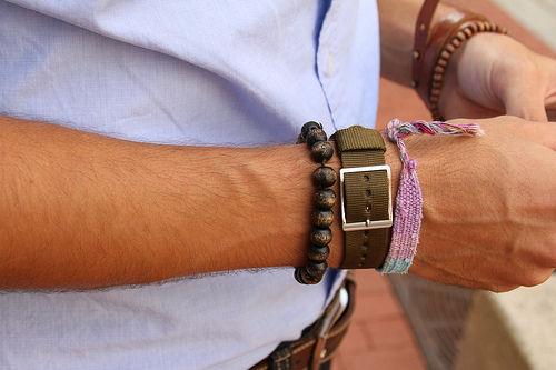 Фото модных мужских браслетов